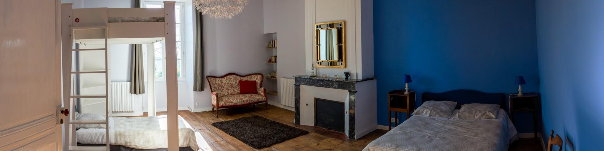 Chambre Bleue (2 lits doubles + 1 lit simple)