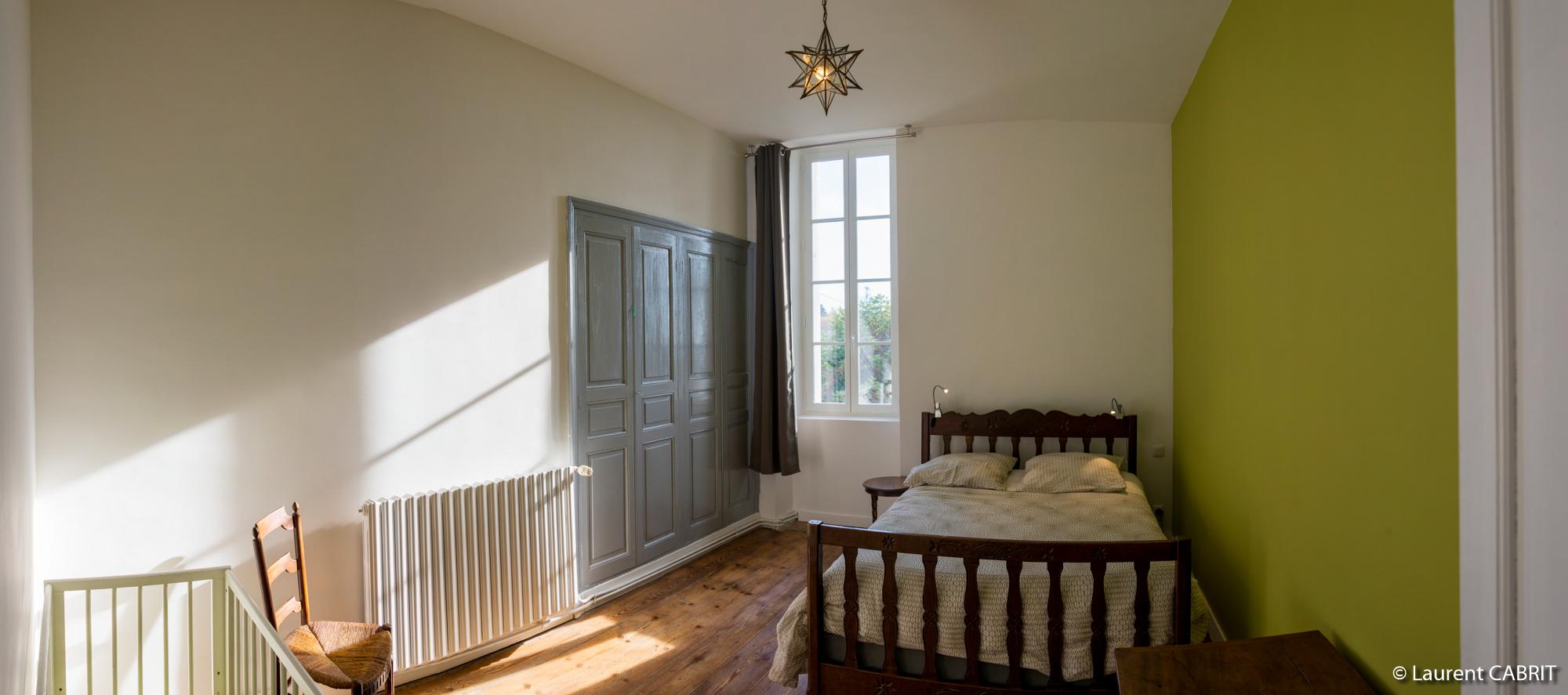 chambre verte ligassonne. Black Bedroom Furniture Sets. Home Design Ideas